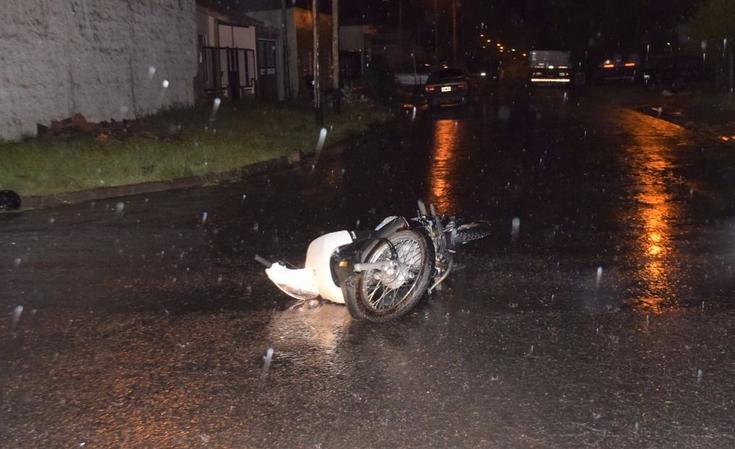 Motociclista resultó herida tras chocar con un automóvil