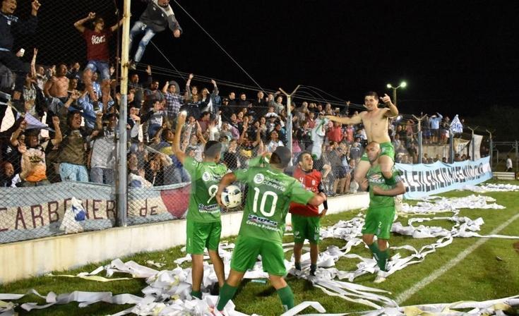 Ferro esperó hasta los penales para ser finalista del Torneo Federal B