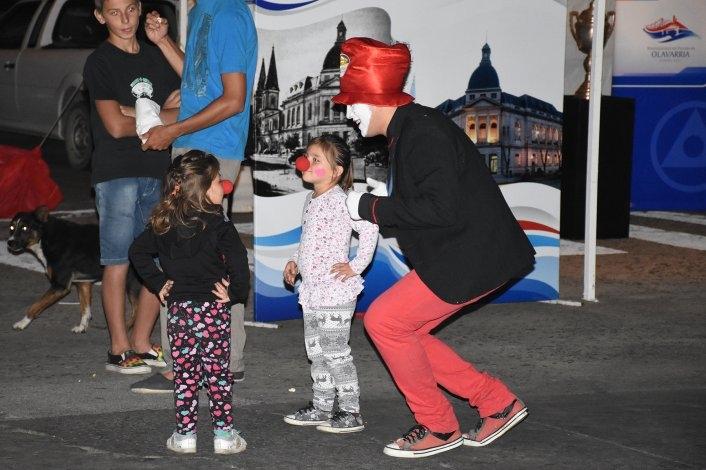 """Otro """"Domingo a la gorra"""" con variados shows en pleno centro"""