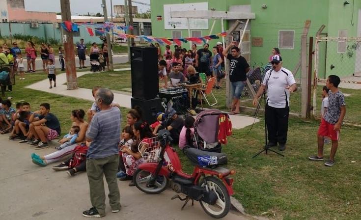 """Los Reyes Magos dijeron """"presente"""" en el barrio Lourdes"""