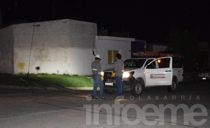 Un colectivo tiró un poste y dejó sin luz a diferentes barrios