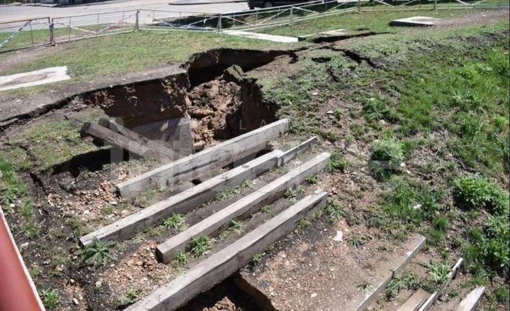 Puente calle Hornos: otra vez se derrumbó la barranca del arroyo