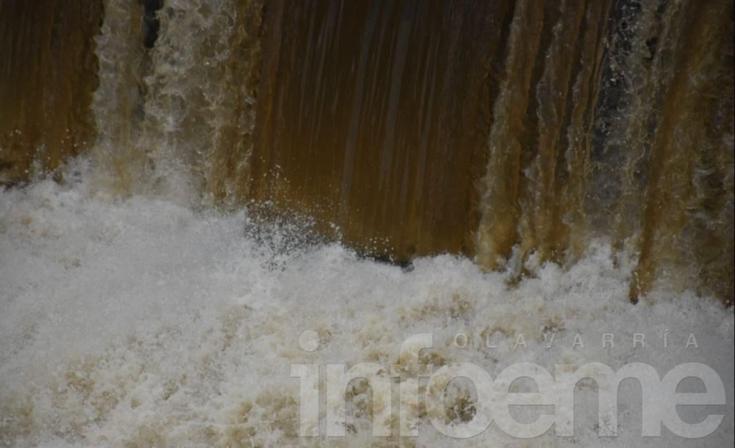 Buscan intensamente a un hombre en aguas del arroyo