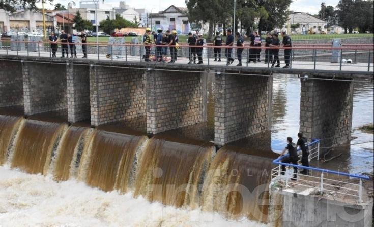 Todas las imágenes del intenso trabajo de rescate en el arroyo