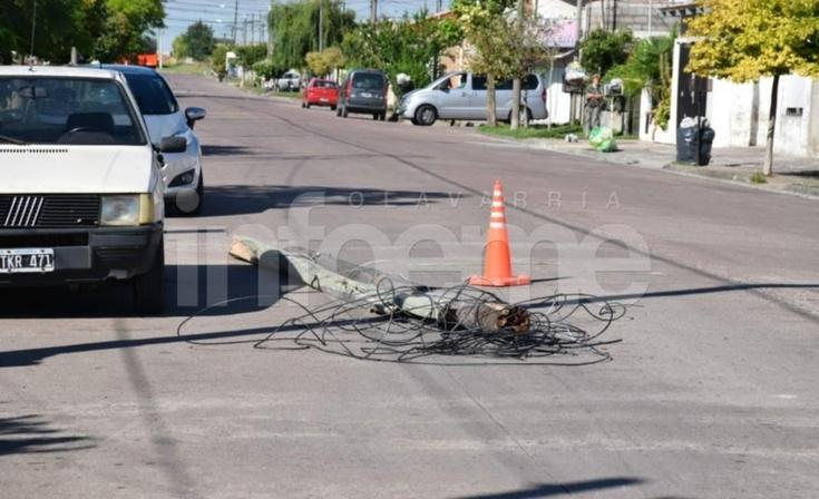 Un camión tiró postes y dejó sin luz a un sector de la Ciudad