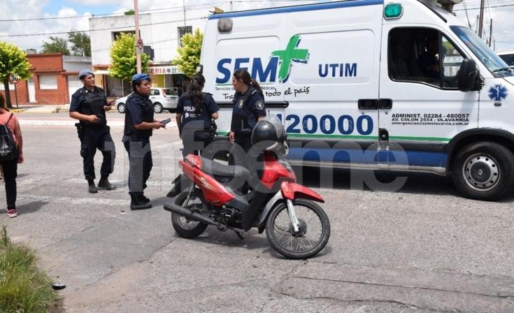 Chocó su moto contra un remís y resultó herida