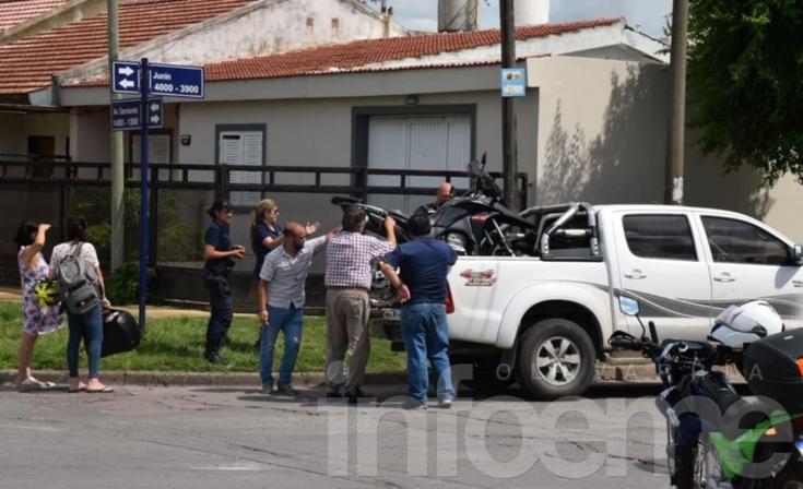 Un colectivo y una moto protagonizaron un choque