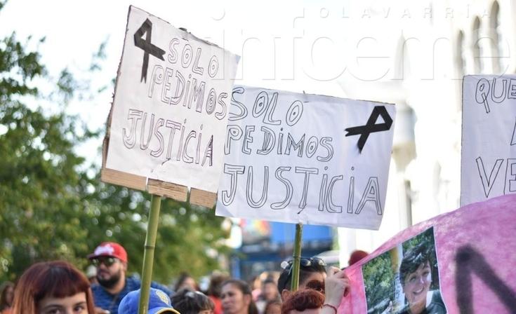 Masiva marcha por Valentina y en reclamo de políticas en materia de violencia de Género