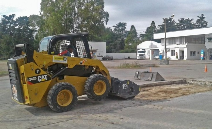 Trabajos de reparación de pavimento en Hinojo