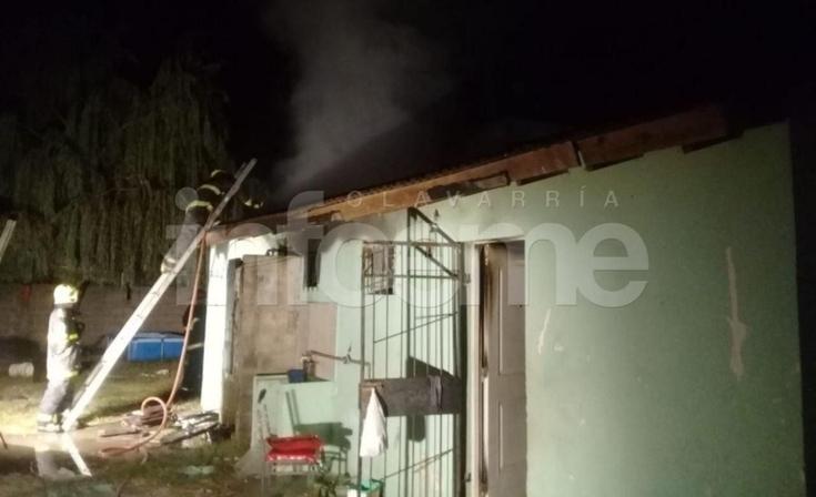Tres chicos y su madre pudieron salir a tiempo de una casa incendiada