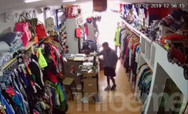 Robó un celular de un comercio y quedó registrado en las cámaras