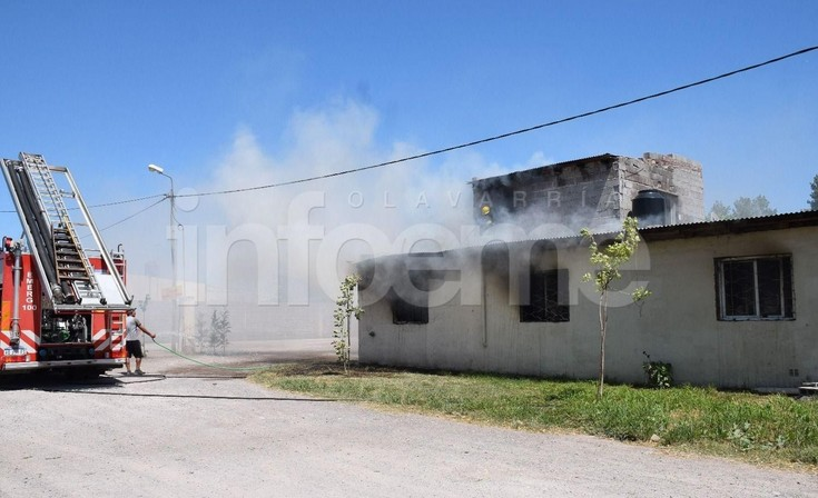 Incendio: el arduo trabajo de Bomberos