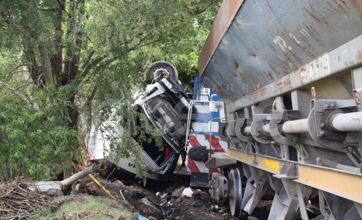 Tremendo accidente en Colonia San Miguel: un camión recolector chocó contra el tren