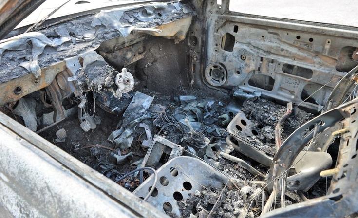 Un auto incendiado y conflictos vecinales en el barrio Independencia