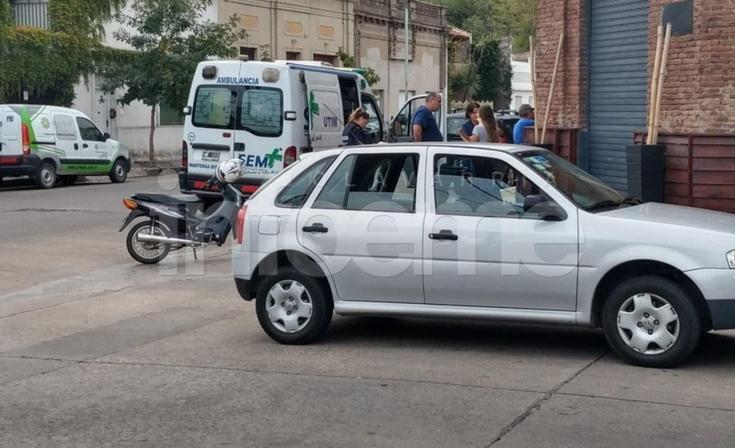 Una motociclista resultó herida tras un accidente en microcentro