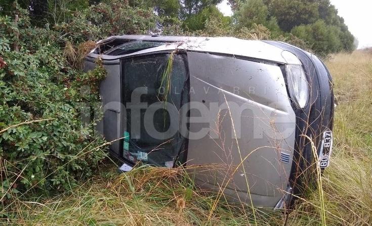 Violento despiste y vuelco sobre  la autopista Hermanos Emiliozzi