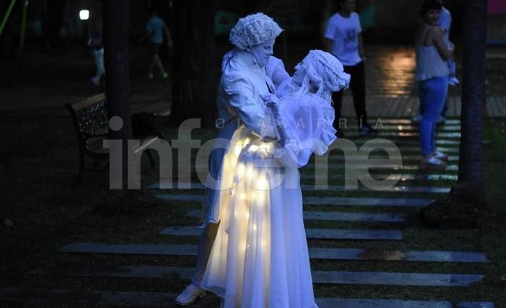 Estatuas Vivientes de todo el país posaron en la Ciudad