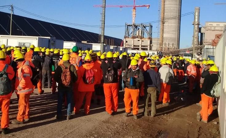 Asamblea y protesta de trabajadores en la obra de L' Amalí II por falta de pagos