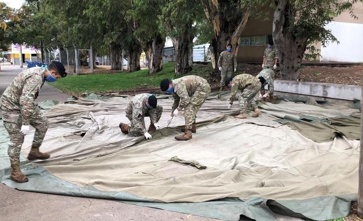 """El Ejército comenzó a instalar la """"carpa de triaje"""" frente al Hospital"""