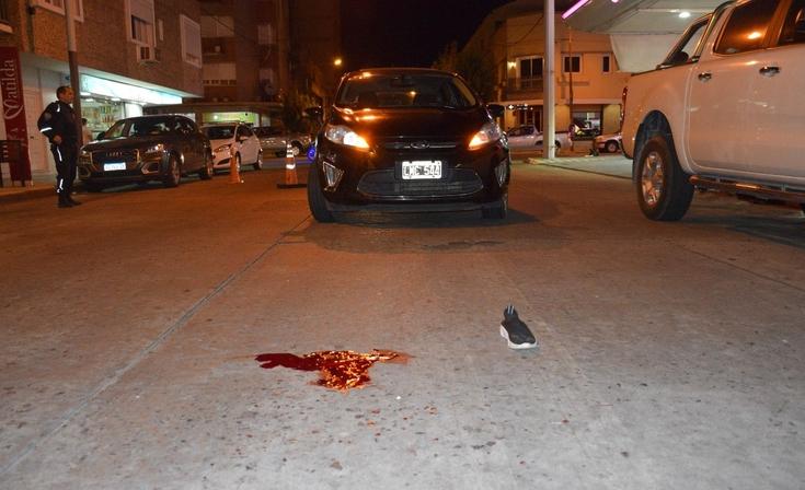 Pleno centro: una mujer herida tras ser embestida por un auto