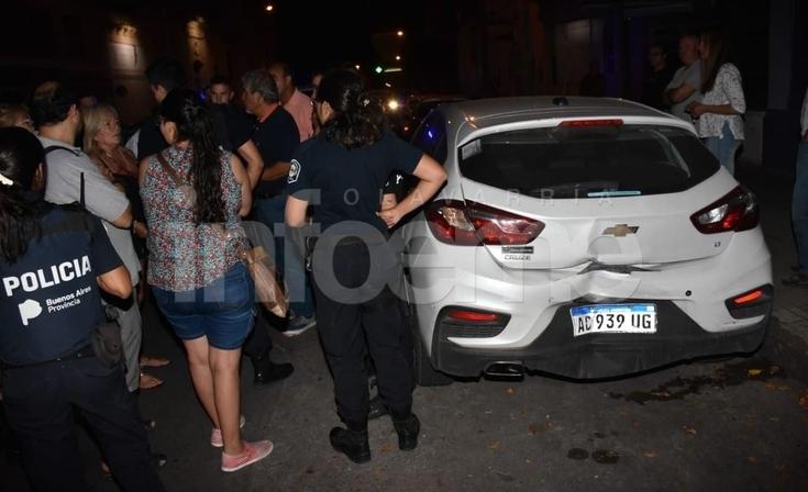 Descontrolado: chocó cuatro autos estacionados y todo terminó en una pelea