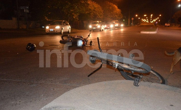 Una bicicleta y una moto protagonizaron un accidente: dos personas heridas