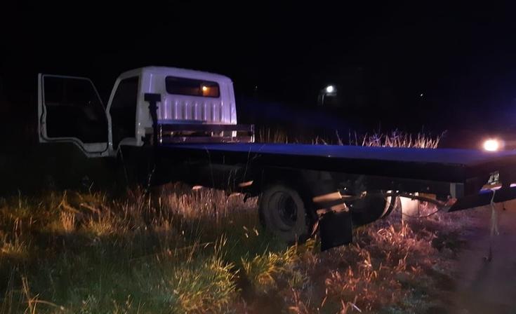 Cinematográfica persecución a conductor de camión y auto a remolque