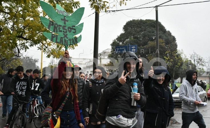 En Olavarría marcharon por la legalización del consumo de marihuana