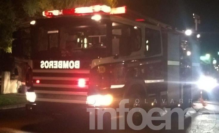 Bomberos trabajaron en Hinojo por el incendio de una vivienda
