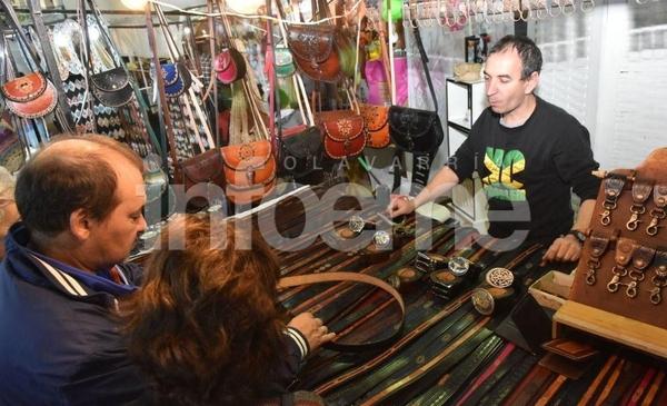 Feria de artesanías en el Club Pueblo Nuevo - Infoeme