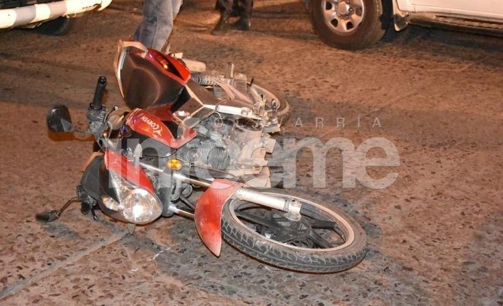 Miércoles accidentado: una mujer herida en un choque entre moto y camioneta
