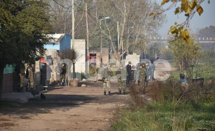 Allanamientos por abigeato en barrio Belén: 5 aprehendidos por desobediencia