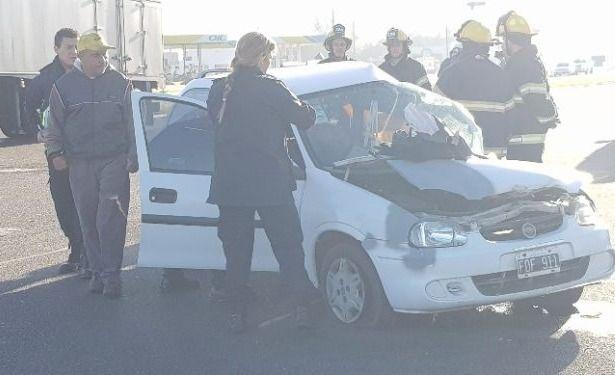 Roque Pérez: dos muertos en choque entre auto y un camión de caudales