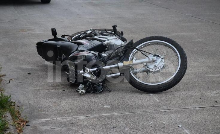 Un motociclista resultó herido tras un fuerte accidente