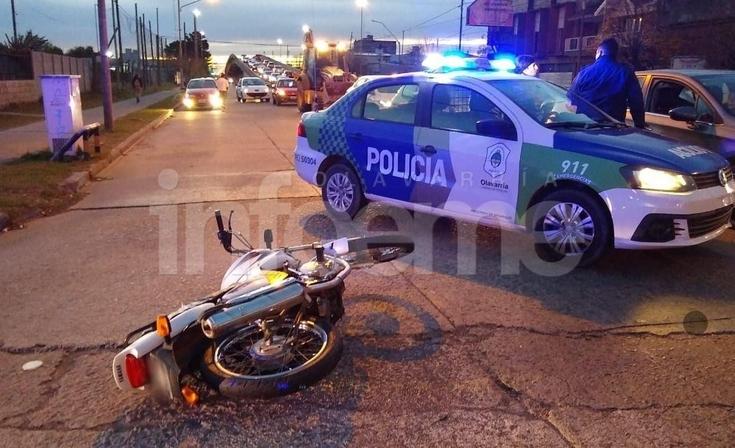 Chocó a una moto y huyó del lugar: un menor resultó gravemente herido