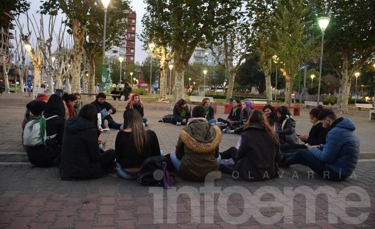"""""""Hasta que sea ley"""": Volvieron los """"martes verdes"""" a Olavarría"""