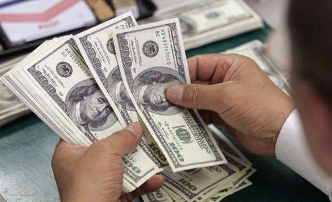 El dólar se mantuvo estable y cerró a 57 pesos