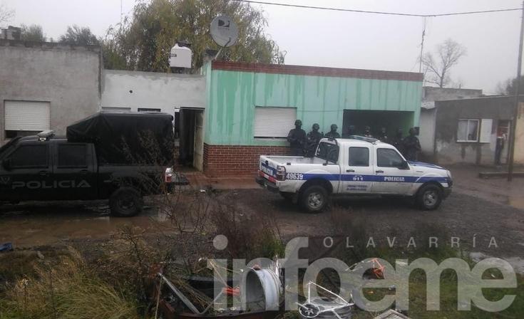 Cuatro retenidos por incidentes durante una serie de allanamientos