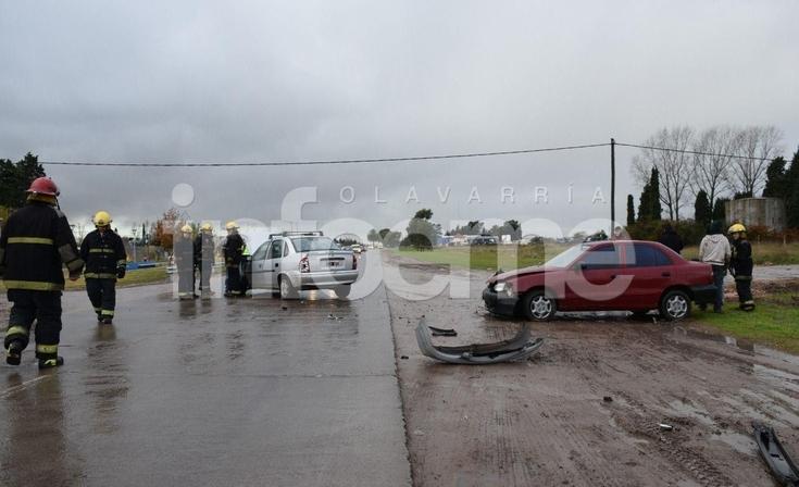 Violento choque entre dos autos: una mujer y una menor resultaron heridas