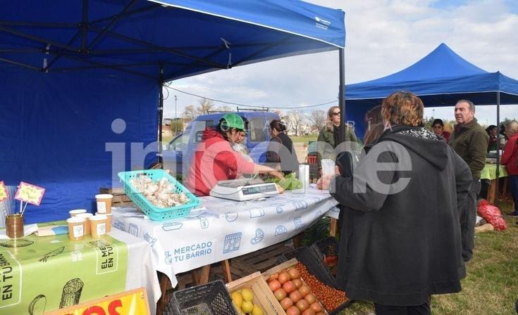 """Un nuevo """"Mercado en tu Barrio"""" se realizó en el parque Eva Perón"""