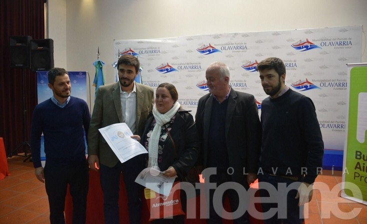 Más firmas y escrituras para familias de la Ciudad