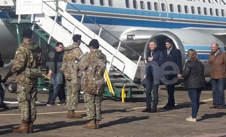 Macri y Vidal aterrizaron en el aeródromo y fueron a Azul