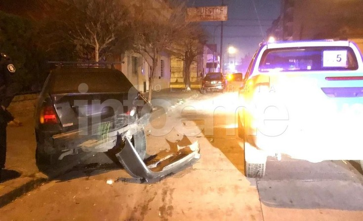 Violento choque entre dos automóviles en microcentro