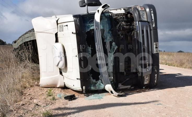 Un camionero resultó herido tras volcar en cercanías a Santa Luisa