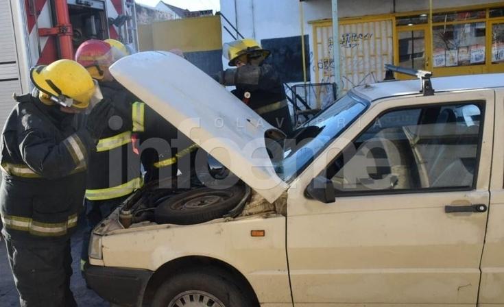 Pérdida de gas en un auto alertó a Bomberos