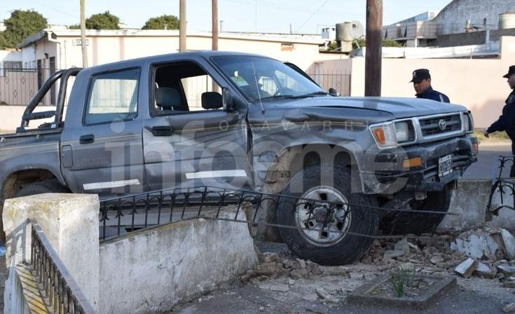 Barrio Luján: fortísimo accidente entre dos camionetas, dos personas heridas