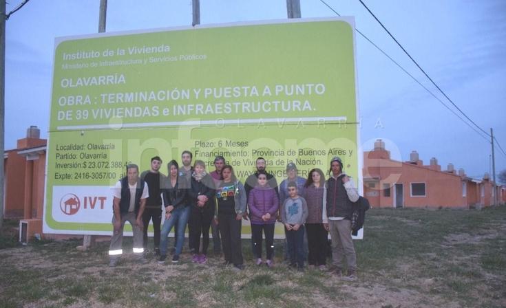 """Barrio UOCRA: """"venimos a recordarles que estamos acá esperando"""""""