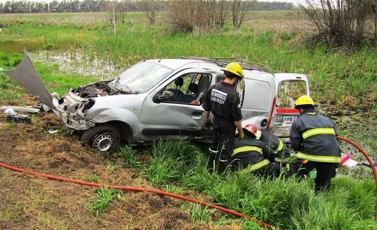 Ruta 5: volcó una camioneta y dos personas resultaron heridas