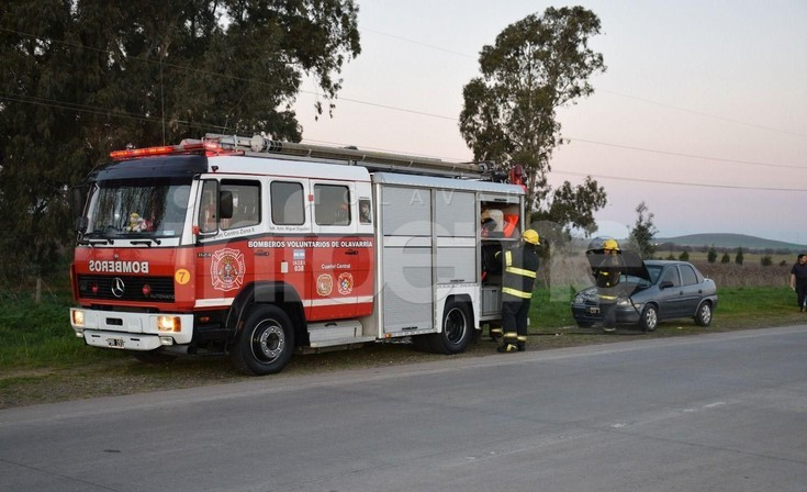 Principio de incendio de un auto en Ruta 226