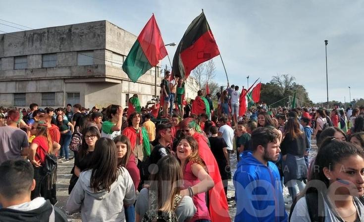 Con gran clima, los estudiantes festejaron el Día de la Primavera